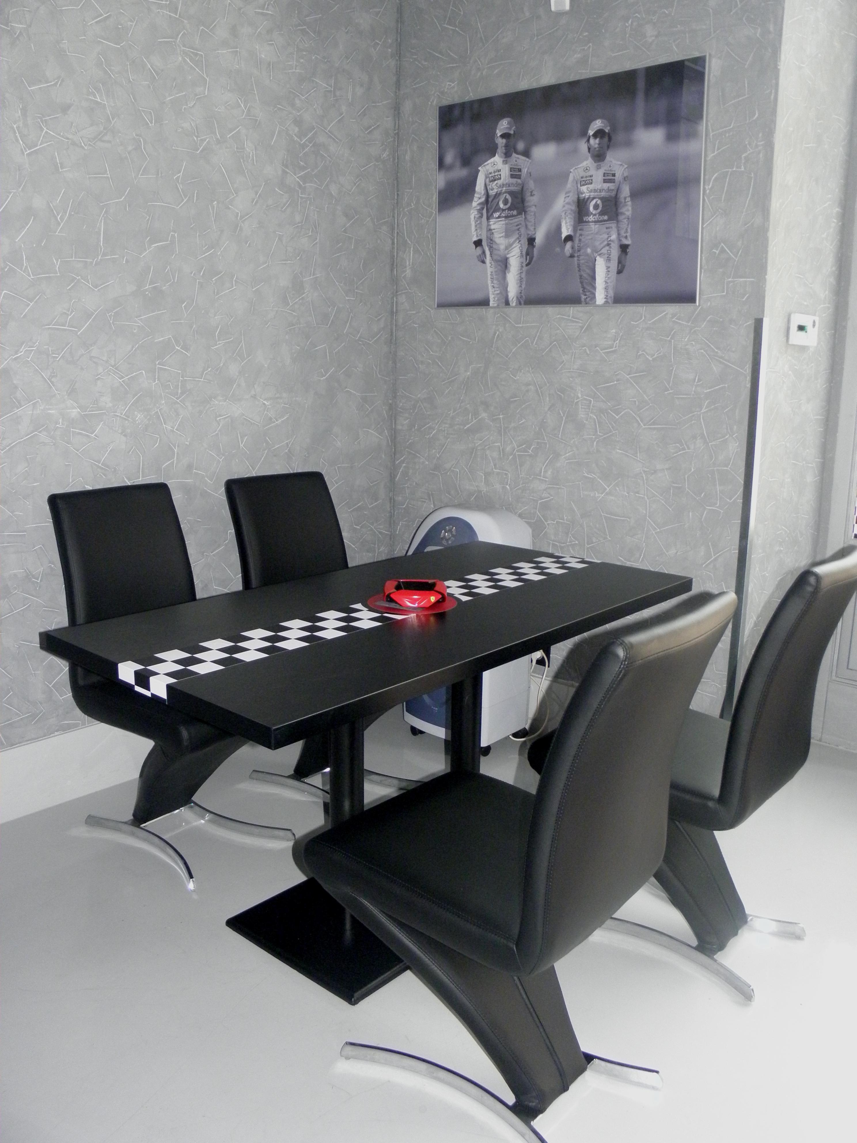F1 Bar